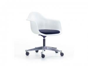 Eames Plastic Armchair EPA PACC z tapicerowaną poduchą