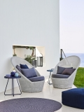 Defined- dywan Outdoor - Cane Line - Kingston_sunchair_On-the-move_sidetable_blue_f7-1200px.jpg