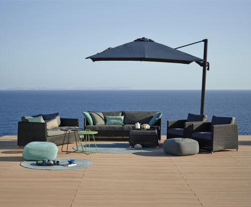 Defined- dywan Outdoor - Cane Line - Diamond_lounge_weave_on-the-move_table_Divine_footstools_Hyde_parasol_5a.3.jpg