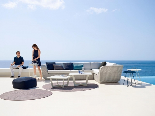 Defined- dywan Outdoor - Cane Line - Savannah_lounge_white-grey_w.white-cushions_Time-out_On-the-move_Roll.jpg